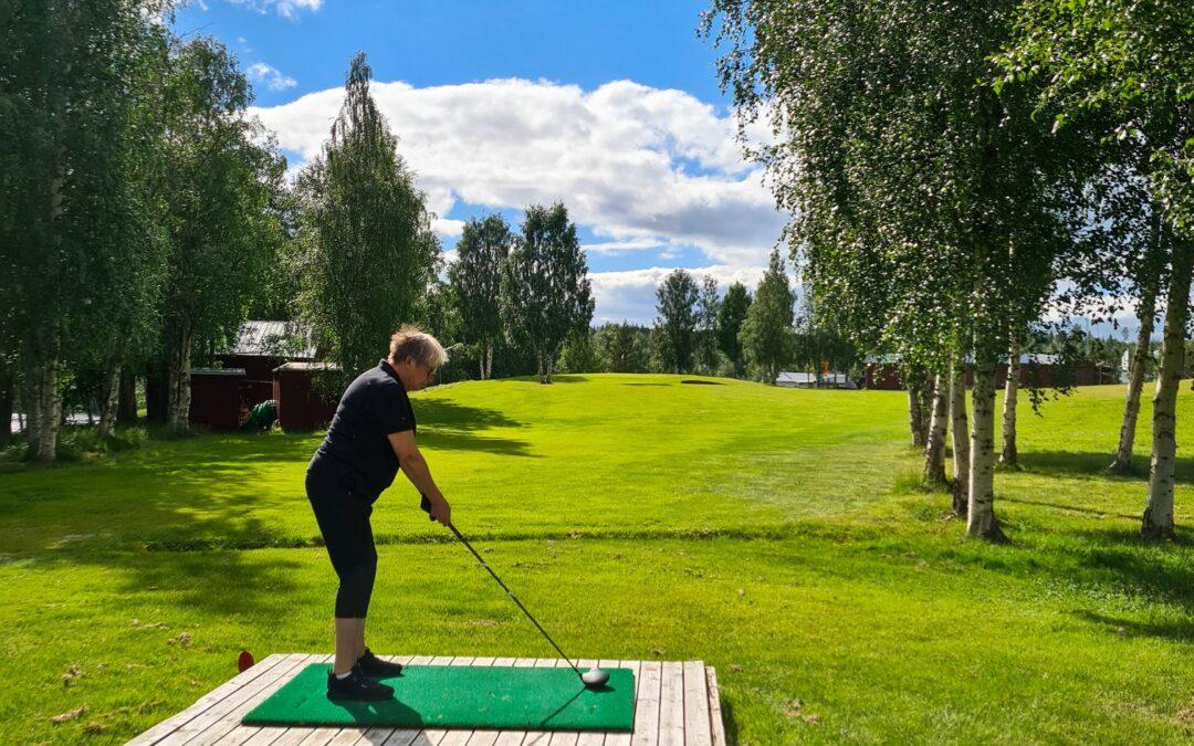 Prova på golf i mysiga byn Gunnarn